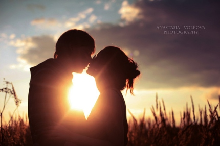 couple-kiss-light-love-sun-sunlight-Favim.com-48981