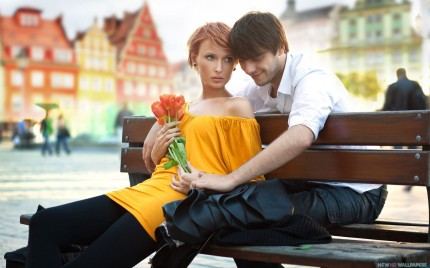 Love-Couple-on-the-Bench-wide