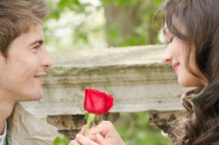 2b539a4681_romantic-couple-with-rose